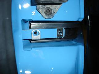 Установка кожуха направляющей сдвижной двери-caddy027.jpg
