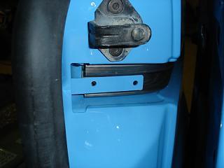 Установка кожуха направляющей сдвижной двери-caddy026.jpg