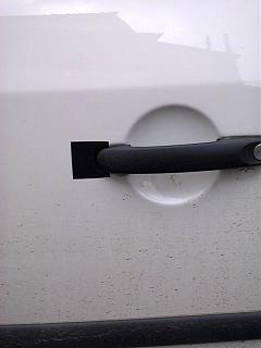 Облезание краски и ржавчина, рядом с ручкой сдвижной двери-0075.jpg