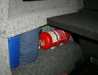Кто как крепит огнетушитель?-dscn5457.jpg