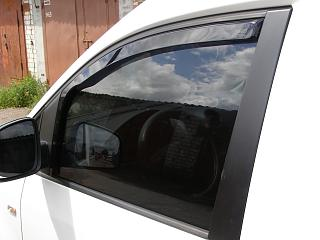 Дефлекторы передних дверей и на капот-p7240063.jpg