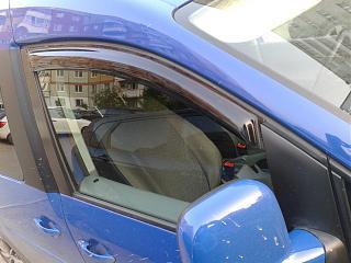 Дефлекторы передних дверей и на капот-2013-08-01-21.35.20.jpg