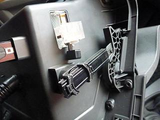 Замена (установка) бардачка от VW Caddy Life 2011-2012гг.-p1000943.jpg