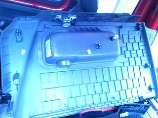 Как снимаются пластиковые обшивки багажного отделения?-img0412a.jpg