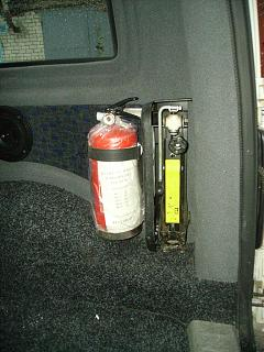 Кто как крепит огнетушитель?-pict3495.jpg