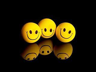 Приколы из интернета-funny_wallpapers_three_smiley_044564_1.jpg