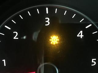 Горит значок на приборке: Желтая лампочка, внутри восклицательный знак.-img_2481-1-.jpg