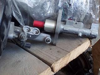Главный тормозной цилиндр, выключатель стоп-сигналов.-tormoznoi-cilindr..jpg