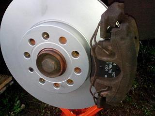 Замена передних тормозных дисков и колодок-img_20161012_174704.jpg