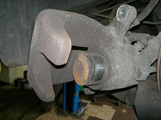 Замена пыльника заднего суппорта-11092012.jpg